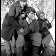 Enfants mendiants se rechauffant auprès d'un feu, Brasov, décembre 1998.